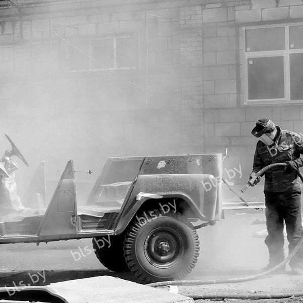 Пескоструйная очистка авто черно-белое фото